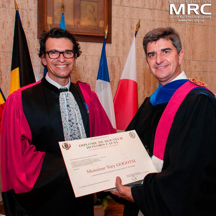 Проф. Бертран Монбер и проф. Ю.Гогоци, вручение диплома о присвоении звания почетного доктора Университета Поля Сабатье, 8 октября 2014г.