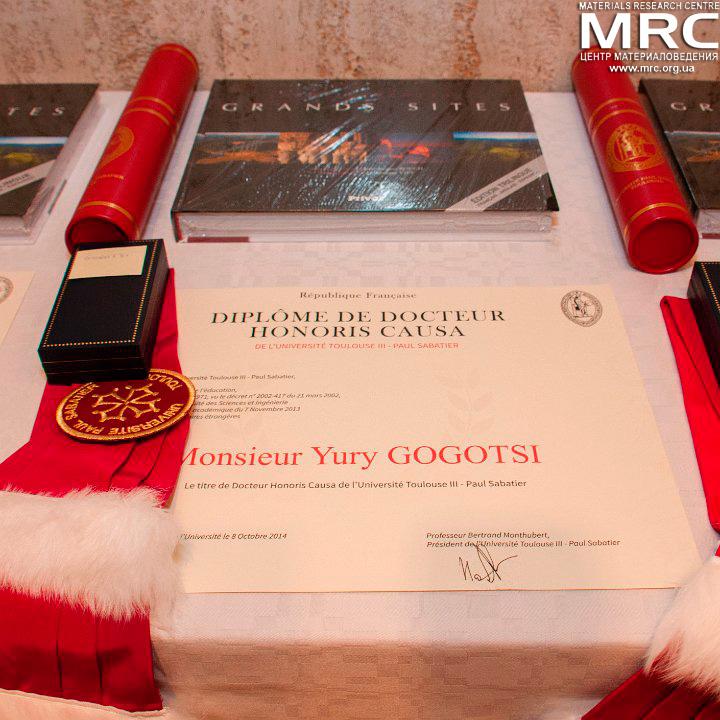 Диплом о присвоении звания почетного доктора Университета Поля Сабатье профессору Юрию Георгиевичу Гогоци