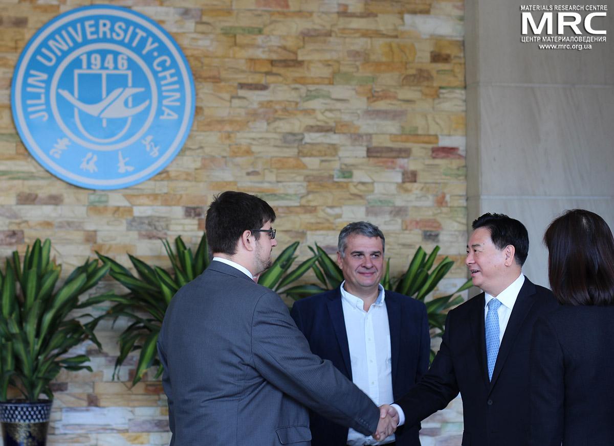 Павел Гогоци, Алексей Гогоци и президент Цзилиньского Университета Ли Юаньюань