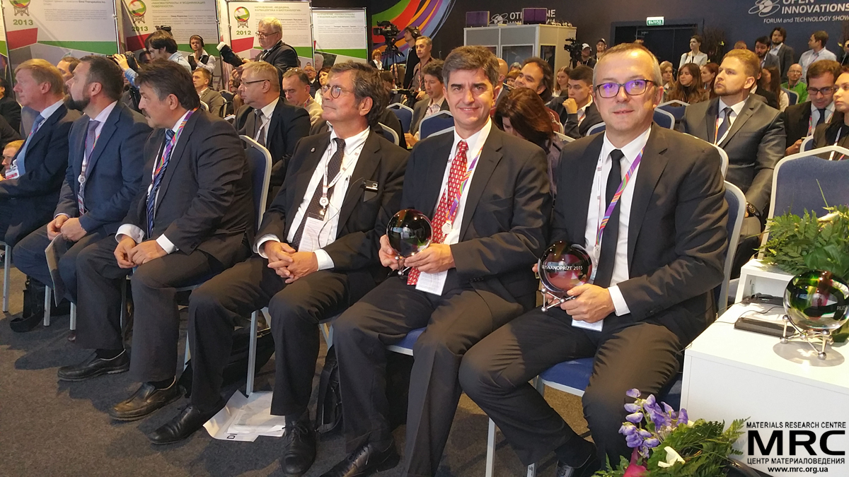 """In the front row from right to left: RUSNANOPRIZE laureates prof. Patrice Simon and prof. Yury Gogotsi; members of Prize Committee prof. Dieter Bimberg, Center of Nanophotonics at Institute of Solid State Physics, Technical University of Berlin; Vyacheslav Pershukov, State Atomic Energy Corporation """"Rosatom"""";Ilya Abrosimov, Bank Otkritie Financial Corporation, Anatoly Chubais, Chairman of the Executive Board of RUSNANO"""