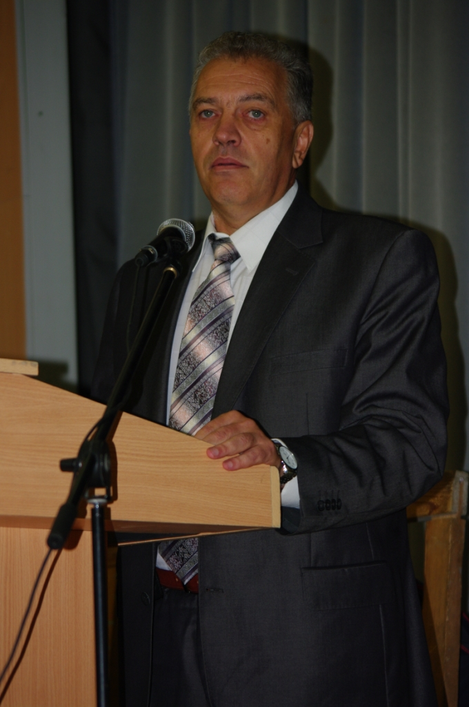 ПProfessor, Ph.D Mikhailo Gubynskyi (Ukraine, Dniepropetrovsk) presents the paper prepared jointly with Materials Research Centre, NMetAU and AETC: Furnaces for highly pure carbon-contained materials production. The conference in UFU, September 2012