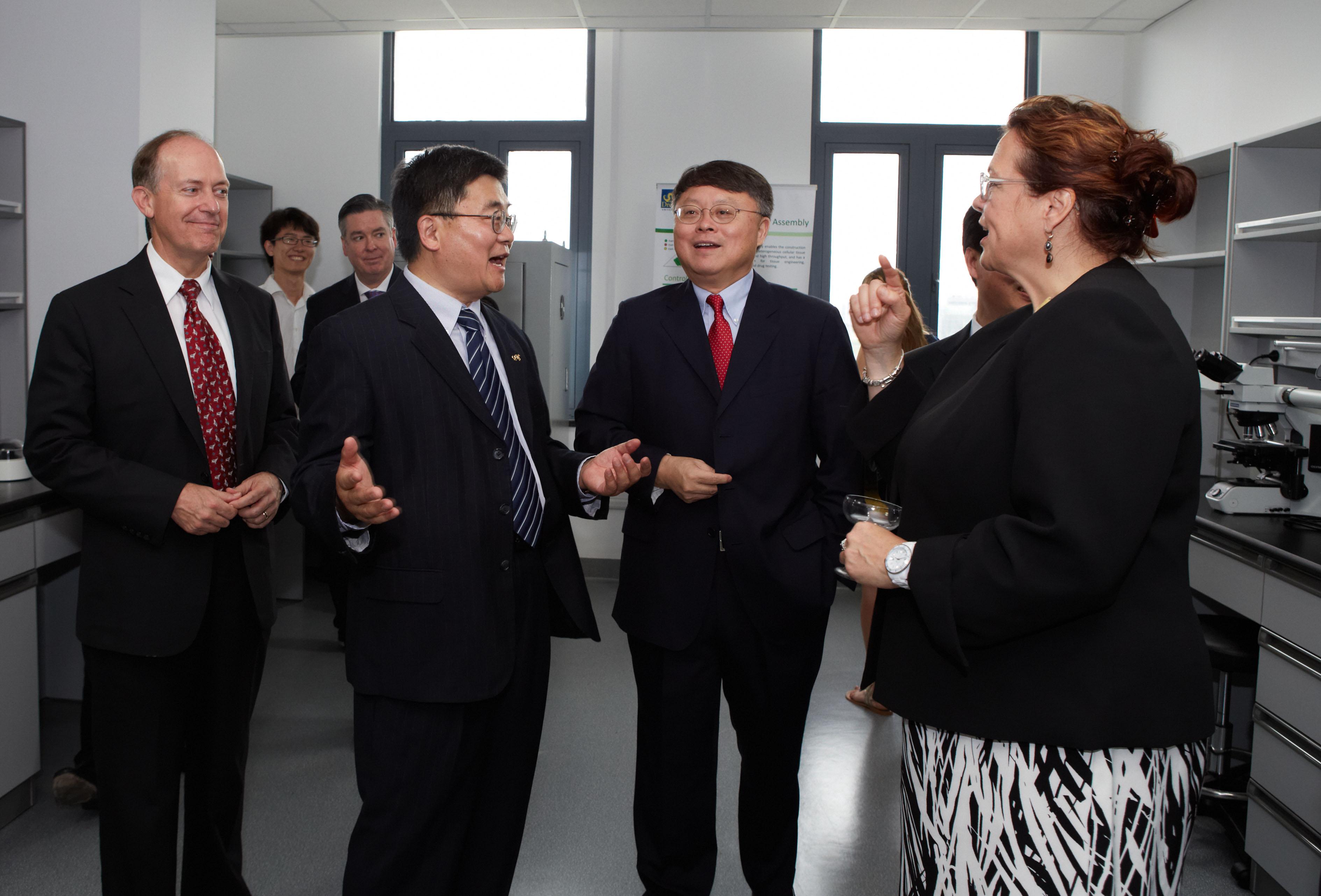 Делегаты Дрекселя и Президент Академии Наук Китая Цзян Мъянхенг Dr. Jiang Mianheng