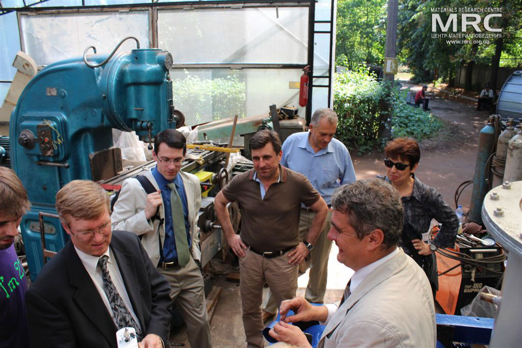Inspecting the control units for auxilliary equipment, manufactured by MRC. from left to right: T. Moshnyaga (MRC), project technical monitor Dave Carter and Andrew Castiglioni (Argonne National Laboratory, USA), O.Gogotsi, MRC Director, project manager S.Saenko (KIPT), project manager M.Gubinskiy (DMetAU), I.Tomashevskaya (STCU), August 2013