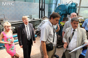 From left to right: Y.Zozulia (MRC), project technical monitor Dave Carter (Argonne National Laboratory, USA), Igor Barsukov (American Energy Technologies Company, USA), O.Gogotsi, MRC Director, Deputy Executive Director (USA) Vic Korsun (STCU), Materials Research Centre, August 2013