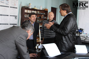 "Working discussion on the research project, at the photo from left to right:  O.Gogotsi (Materials Research Centre), project manager of the project ""New Materials for Electric Drive Vehicles"" S. Saenko (KIPT), M.Brodnikovskiy(Materials Research Centre), I. Barsukov (AETC, USA)"