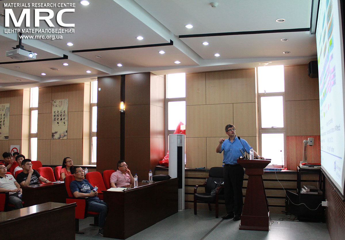 Prof. Yury Gogotsi gave a lecture on MXenes for the students of Jilin University
