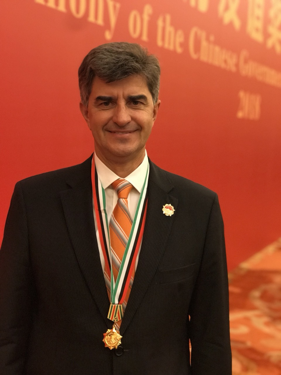Congratulations to Professor Yury Gogotsi with receiving prestigious Chineese Government Friendship Award, Beijing, in Great Hall of the People, on September 29, 2018.