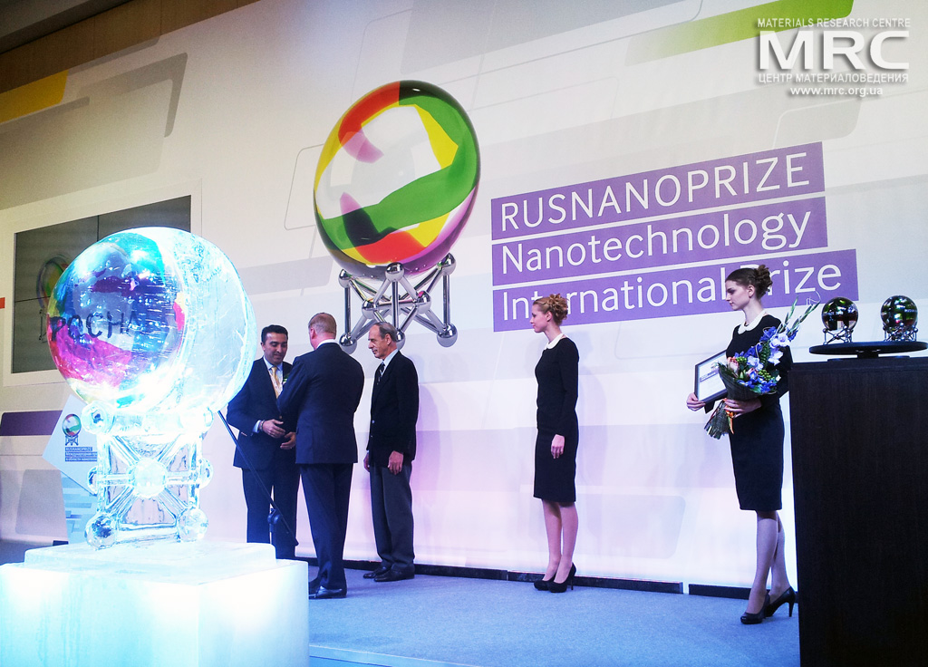 RUSNANO CEO Anatoly Chubais and Karlsruhe Institute of Nanotechnology professor Herbert Gleiter presented the annual international award in nanotechnology, RUSNANOPRIZE 2013