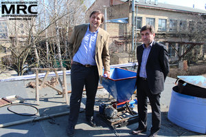 "I. Barsukov (AETC, USA), and   S. Saenko (KIPT) viewed installed units of technology line,manufactured by MRC under the project ""Recycling Spent Batteries for Electric Drive Vehicles"",   April 17, 2013"